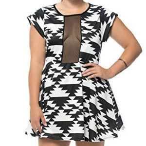 New Joseph Q Art Deco Geometric Peek Dress